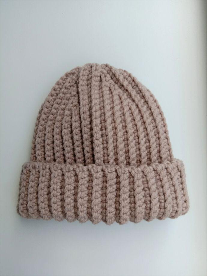 Зимняя шапка бини бежевого цвета