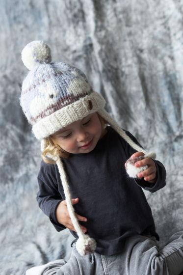 """Белая детская зимняя шапка """"Зайчики"""" из 100%ной мягкой шерсти"""
