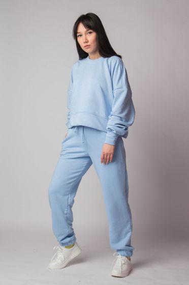 Легкий костюм голубого цвета