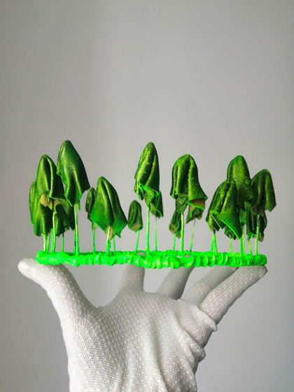 Зелёная неоновая корона из грибов из натуральной кожи