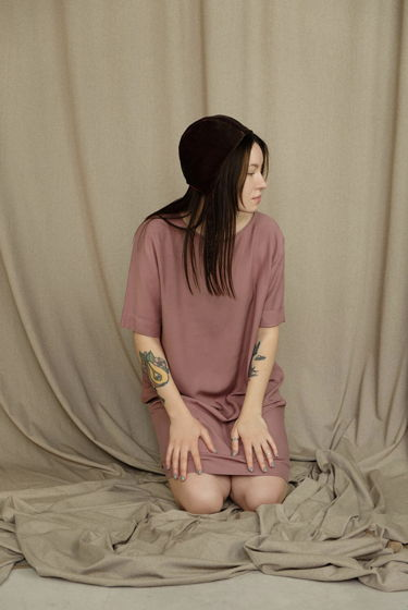 Платье-футболка оверсайз из вискозы