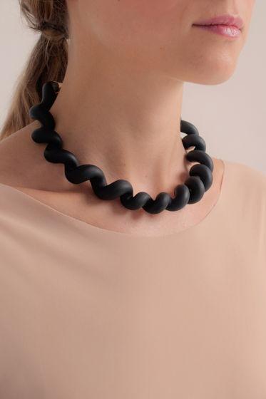 Колье-чокер Twist черного цвета