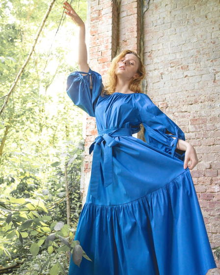летнее свободное платье в длине макси