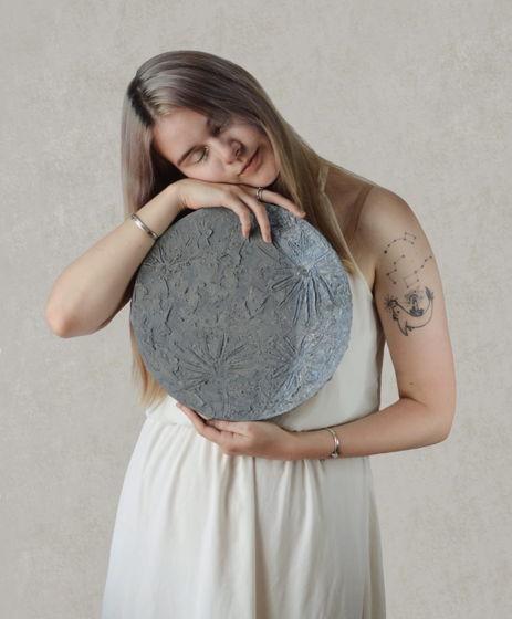 Картина Луна для интерьера с поталью