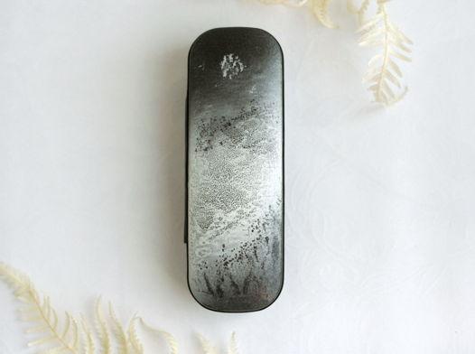 Черно-белый футляр для очков с абстрактным пейзажем, расписанный вручную