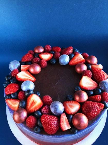 Бисквитный шоколадный торт с чизкремом