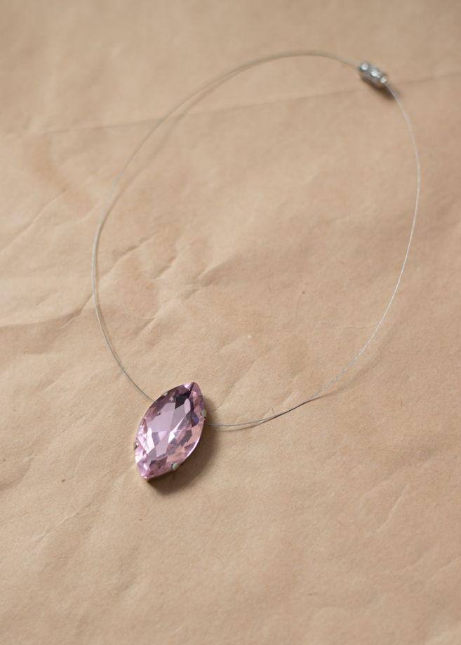Колье ручной работы с подвеской из нежно-розового стекла