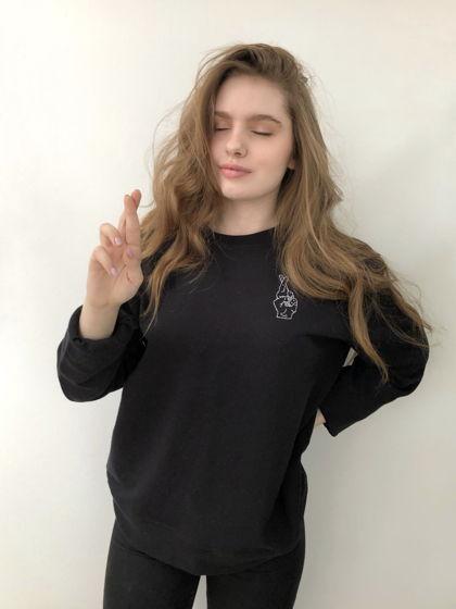 Чёрный свитшот с ручной вышивкой Peace