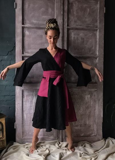 Двухцветное платье с запахом