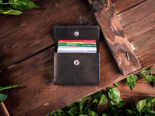 Кредитница из натуральной кожи для карт и визиток -COFFER- ручной работы цвет Черный уголь