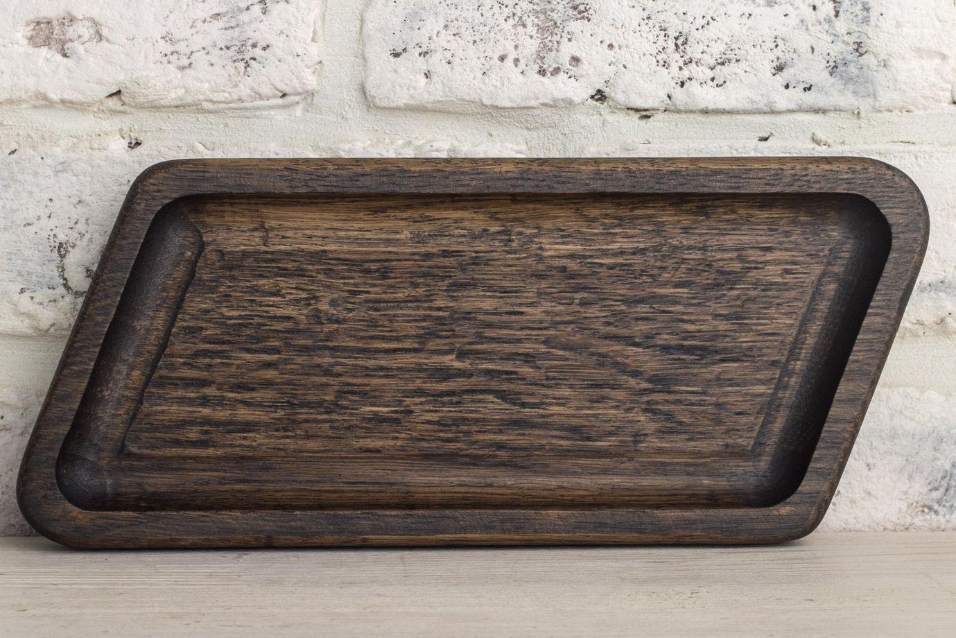 Тарелка для хлеба и столовых приборов из темного дуба