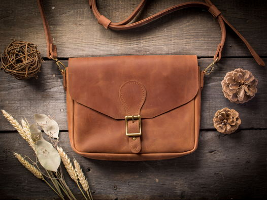 Женская кожаная сумка через плечо  -LILY- цвет Коньяк