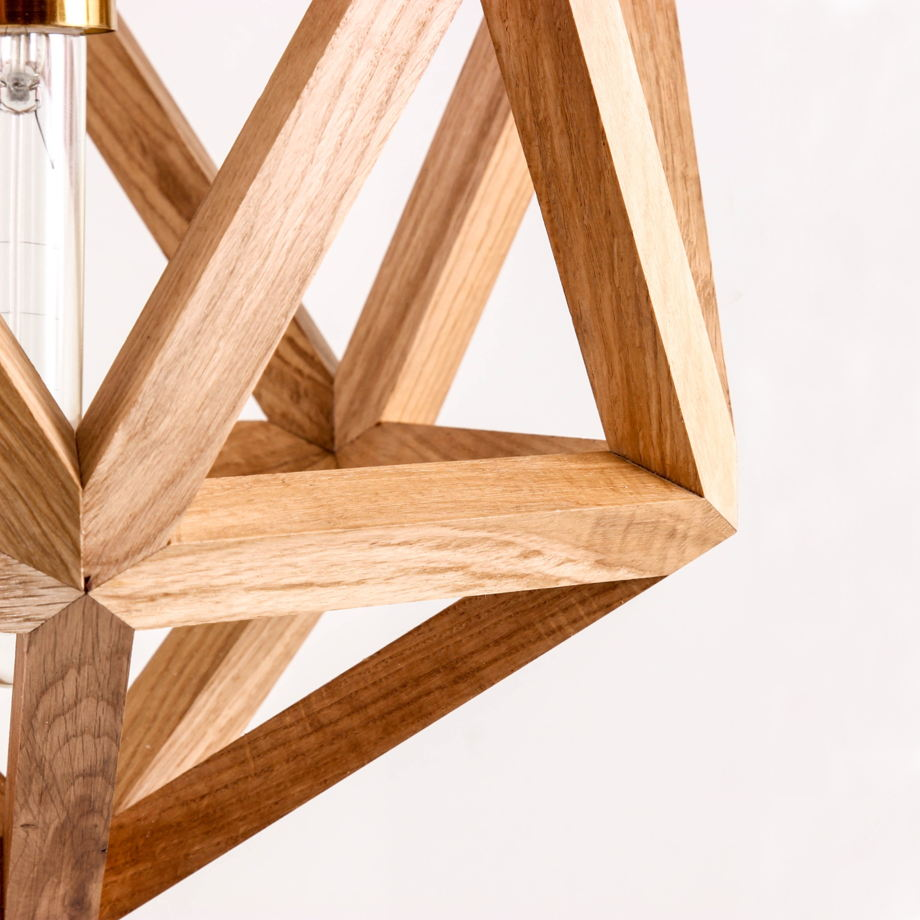 Светильник из дуба в форме икосаэдра