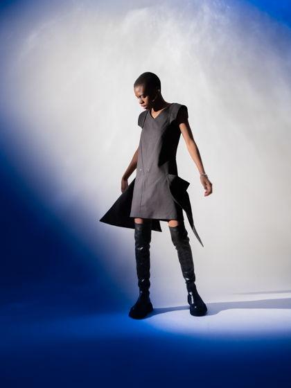 Платье-транформер. Черное платье со съемными плечами и карманами