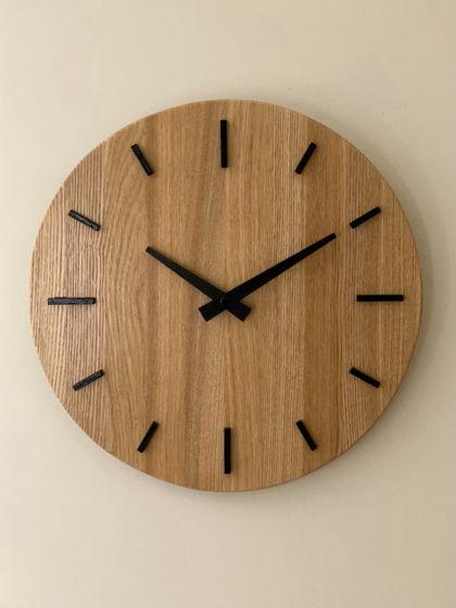 Часы настенные с штрихами из дерева