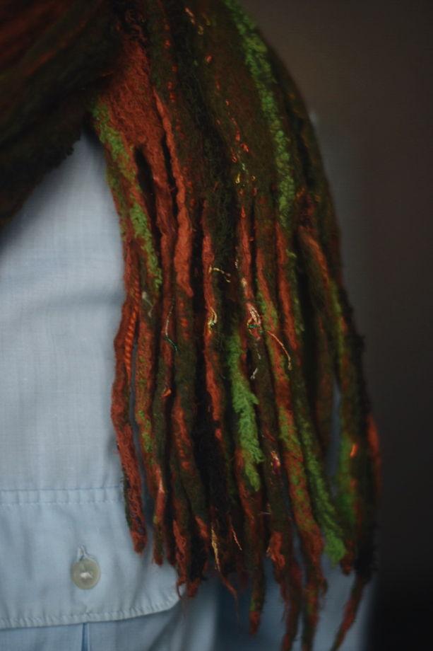 Большой рыже-коричневый шарф с кистями, сваляный из шерсти и хлопка