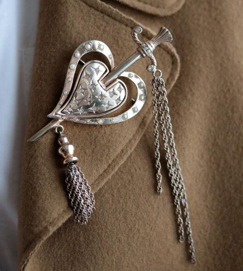 Серебряная брошь Сердце с мечом Nettie Rosenstein 1940-ые
