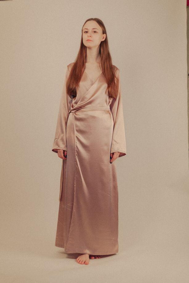 Атласный пепельно-розовый аристократичный халат