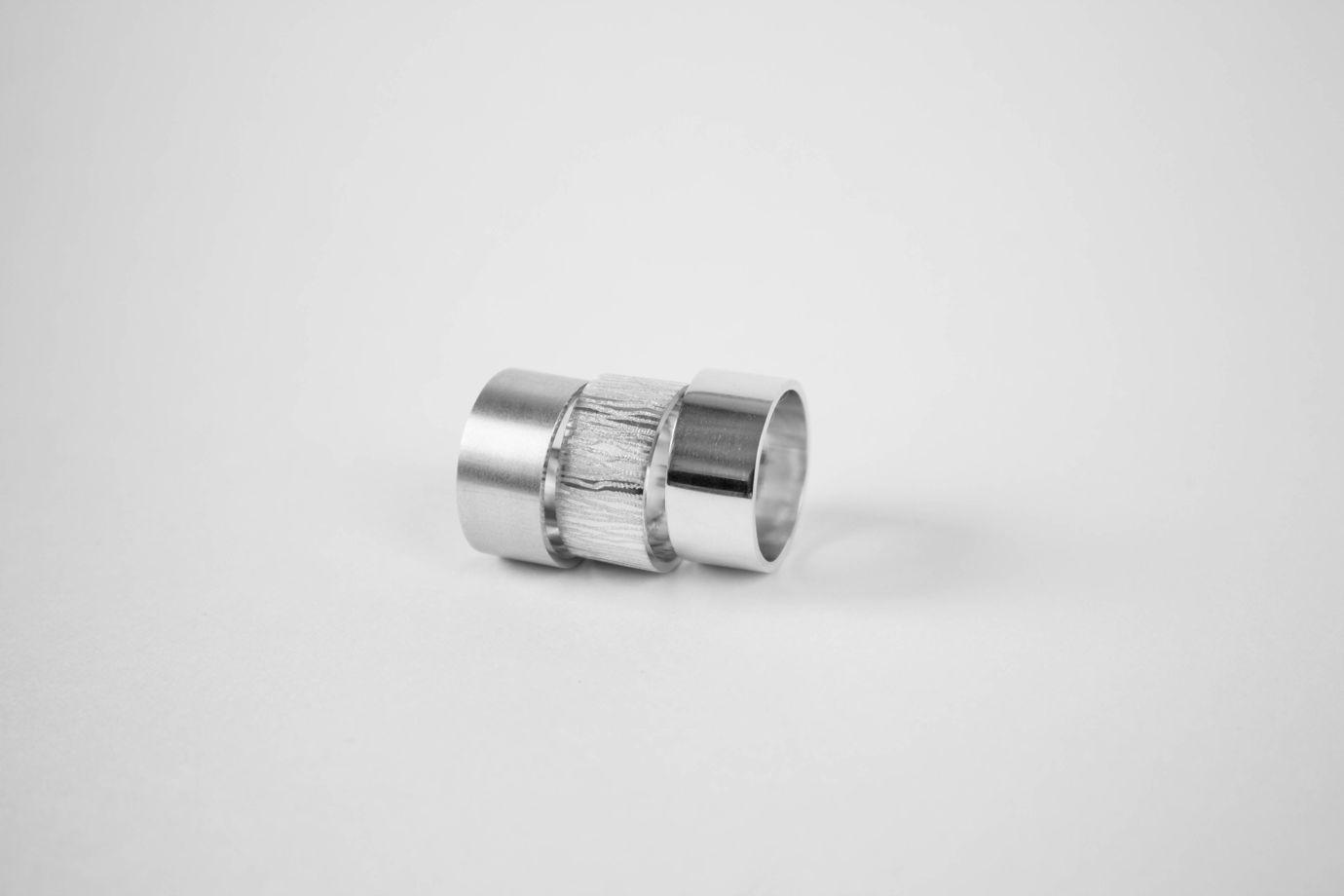 Широкое глянцевое кольцо из серебра