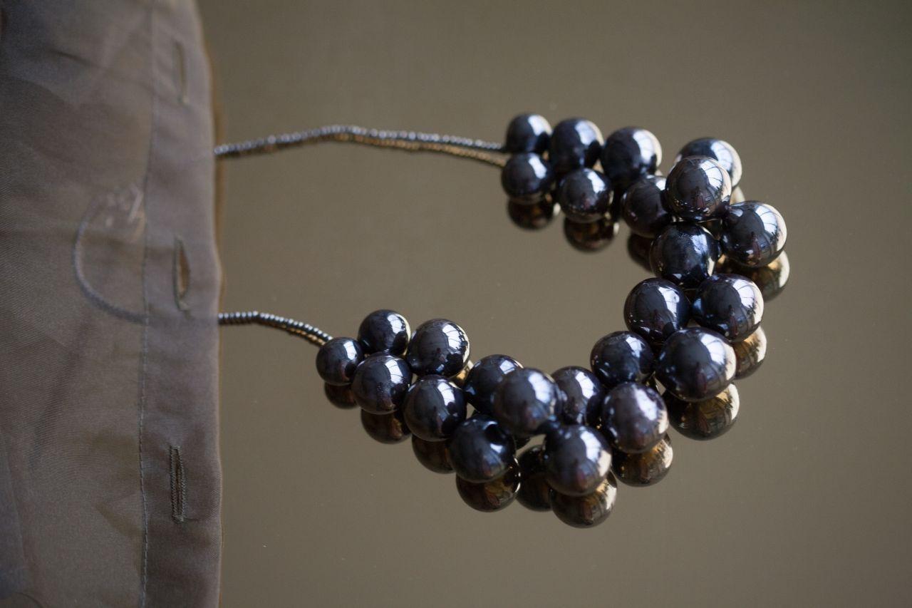 """Ожерелье из полых стеклянных бусин-сфер из коллекции """"Зазеркалье"""""""