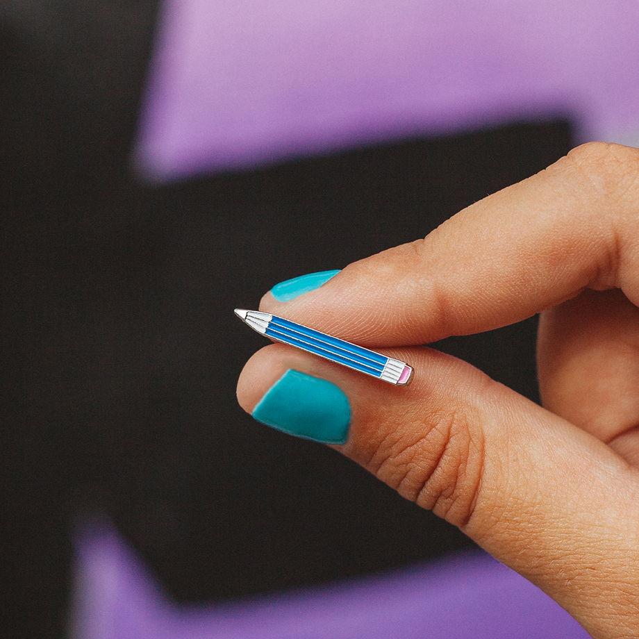 Металлический значок «карандаш»
