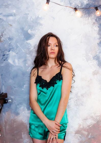 Пижама женская из атласа с кружевом, расшитым бусинами