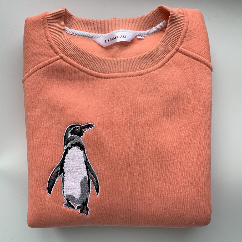 Свитшот с вышивкой Пингвин (персиковый)