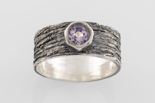 Серебряное кольцо «Кора» с аметистом