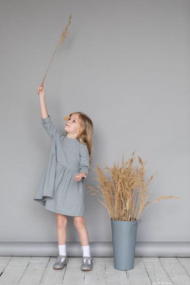 Платье для девочки из вареного хлопка (серое)