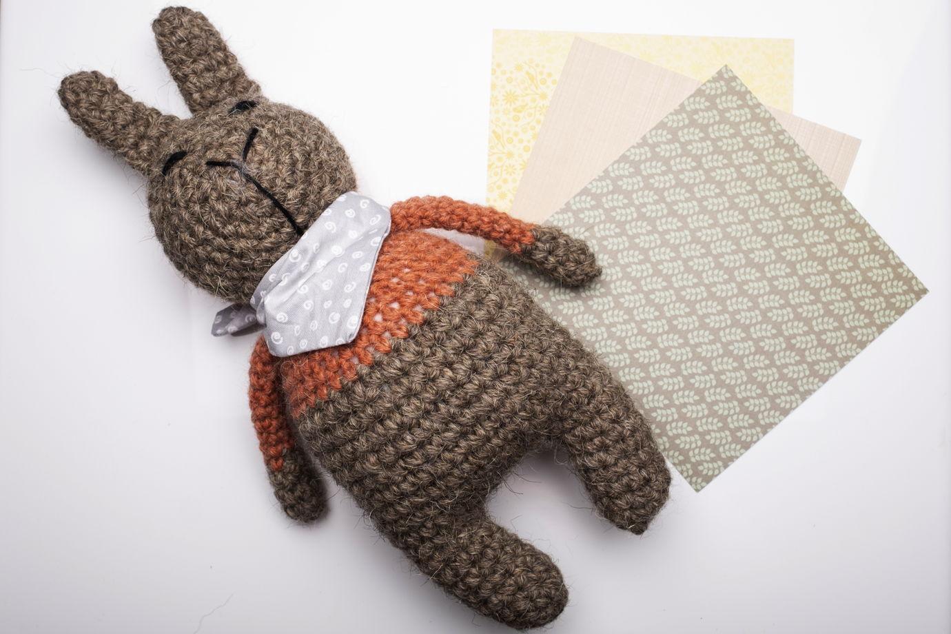 Игрушка вязаная заяц Жека