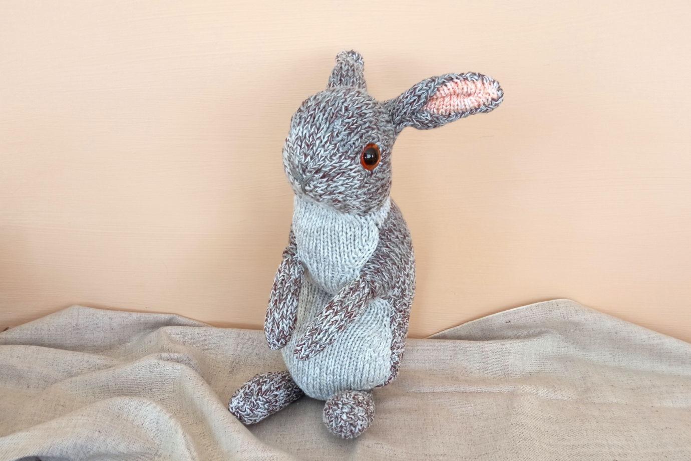 Вязаный кролик ручной работы с эко-наполнителем