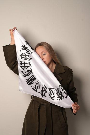 Шёлковый белый  платок «Сноу» с символами