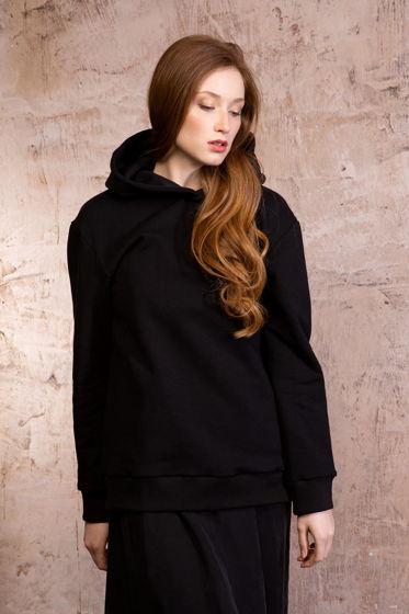 Женское черное худи с капюшоном из трикотажа