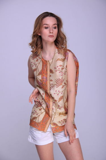 Шелковая блуза с растительным орнаментом