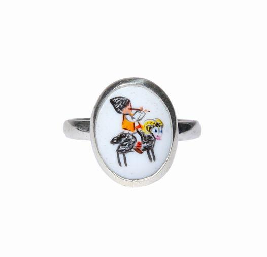 Кольцо из серебра с миниатюрой из эмали, расписанной вручную