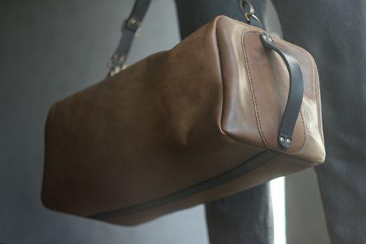 """Спортивная сумка из натуральной кожи """"FIT """""""