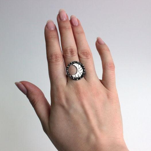 Кольцо Луна из серебра с оксидированием
