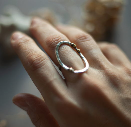Овальное текстурированное кольцо с горошком