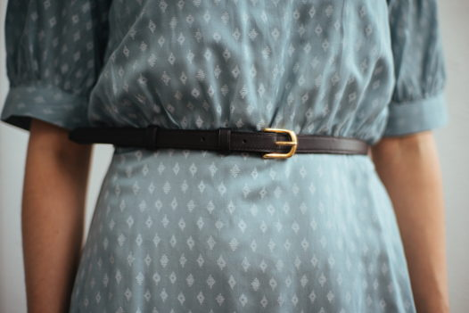 Женский ремень из натуральной кожи с золотой пряжкой