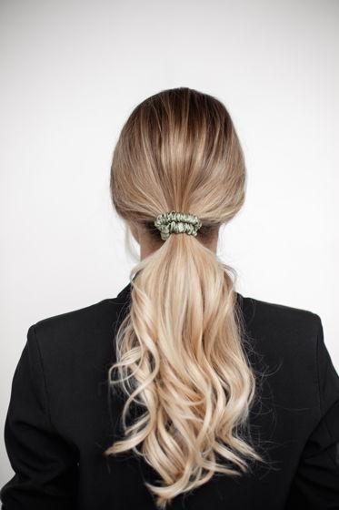 Резинка для волос MINI из натурального шелка оливковая