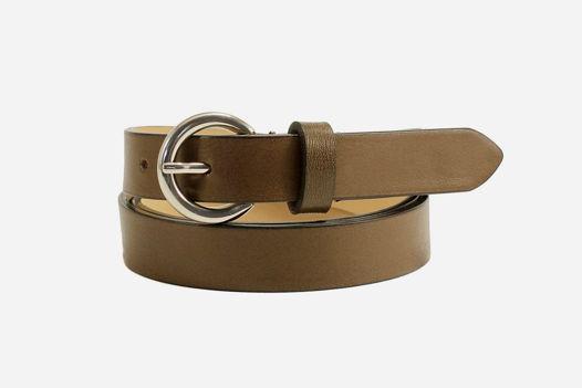 Кожаный коричневый ремень с круглой пряжкой