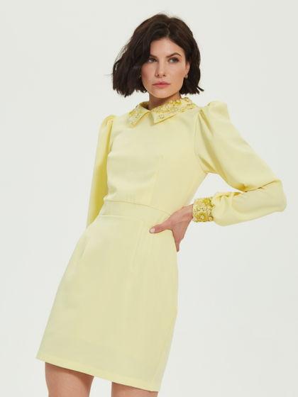Платье с воротничком и манжетами расшитыми стеклярусом