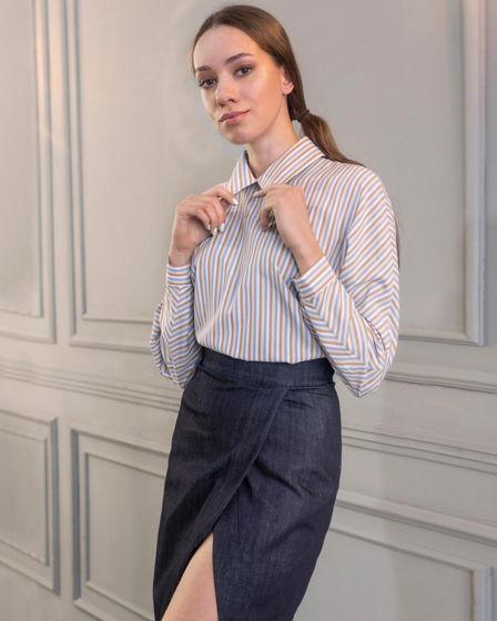 Женская рубашка из хлопка с пуговками по спинке