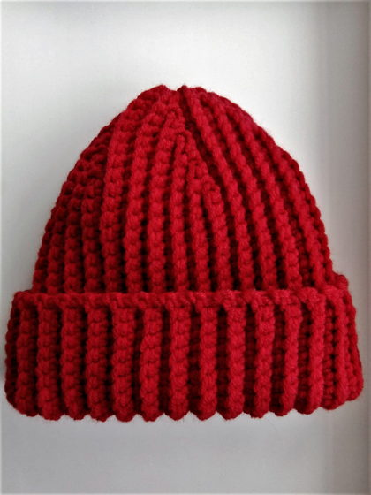 Зимняя шапка бини красного цвета