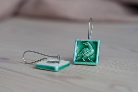 Зеленые керамические серьги-изразцы «птицы» на серебре