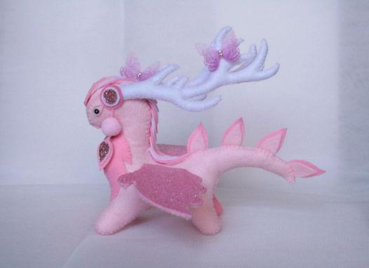 Интерьерная игрушка из фетра розовый Дракон - Дух Весны