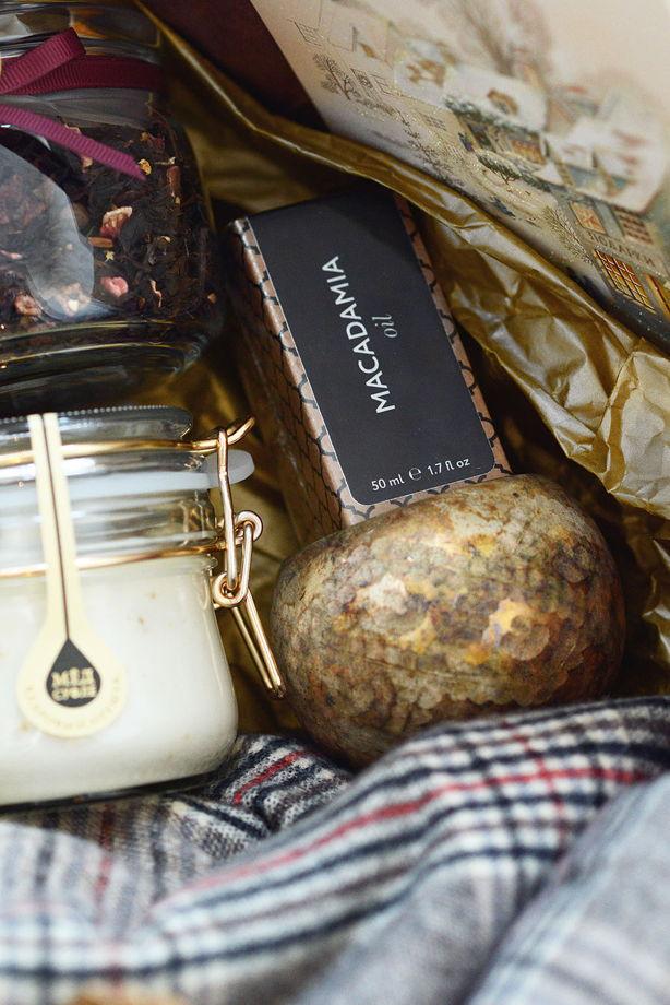 Подарочный набор с теплым палантином