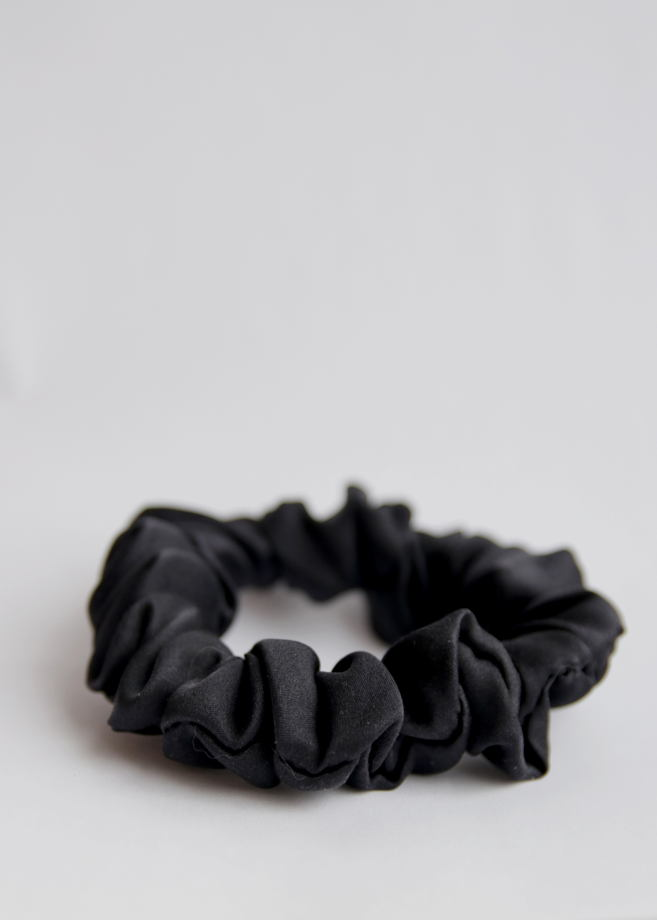 Чёрная шёлковая резинка для волос. 100% шёлк