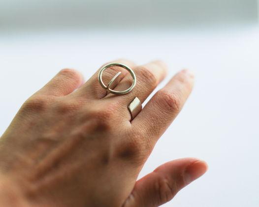 Серебряное кольцо с кругом