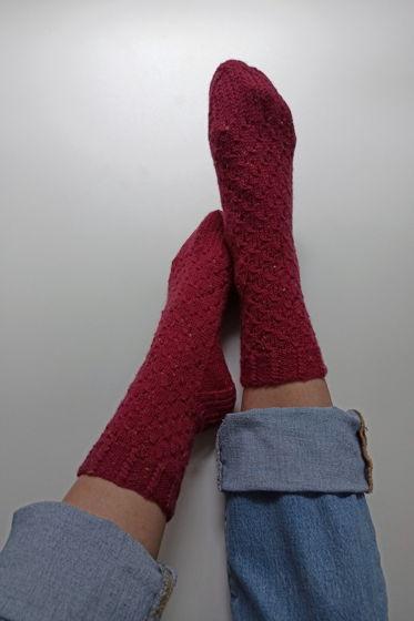 Яркие розовые носки ручной работы